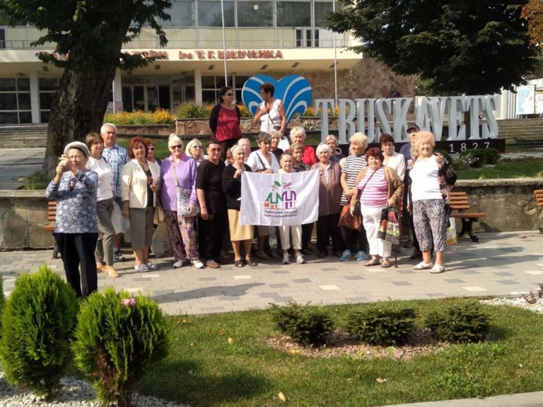 «Мандрівки рідним краєм-3»: у Львові для людей поважного віку організували поїздку до Трускавця