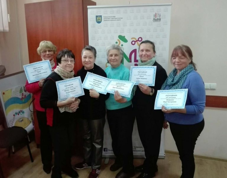 Шестеро літніх львів'янок отримали сертифікати про закінчення курсу «Комп'ютер з нуля»
